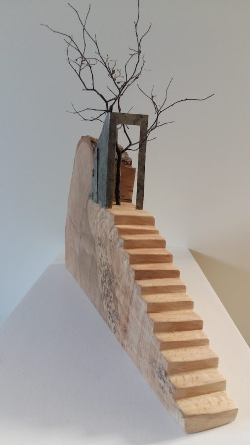 houtobject van trapje met boom van Ans Pouwels